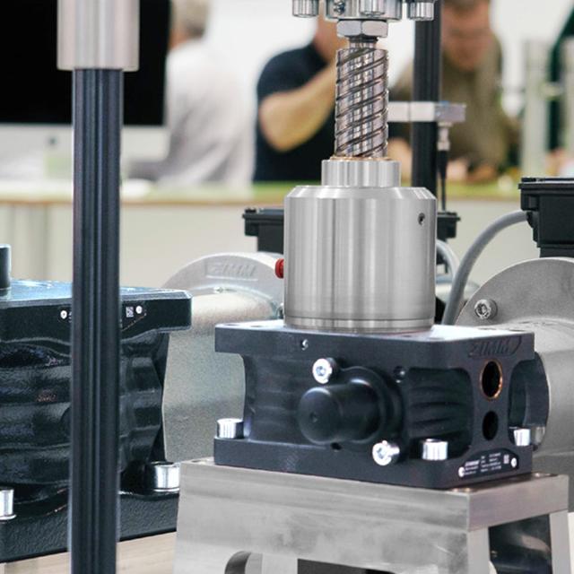 Elektromechanische Spindelhubgetriebe statt hydraulische Hubsysteme